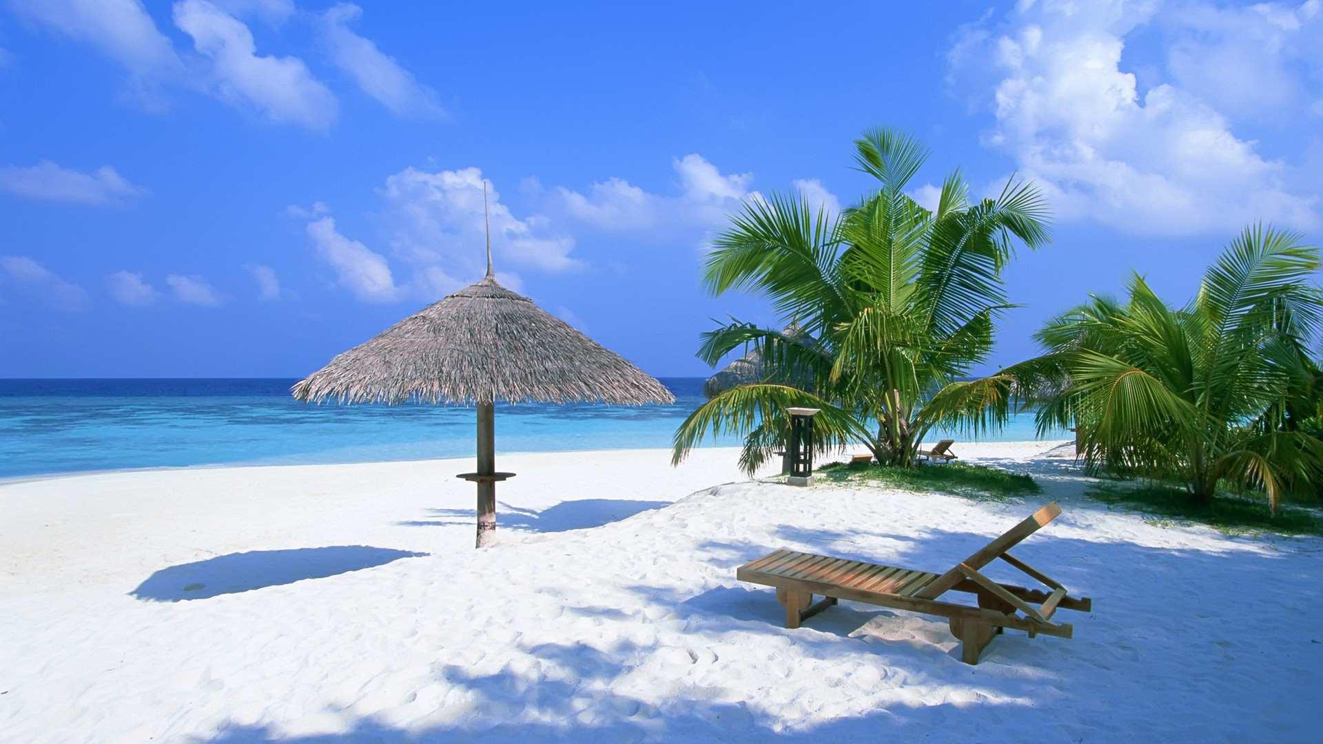 Hình nền máy tính HD bãi biển trong xanh ngày nắng đẹp